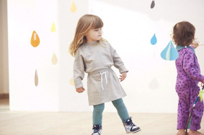 vestiti colorati per bambini in cotone